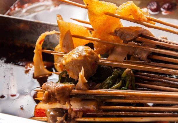 六婆串串香锅底多少钱