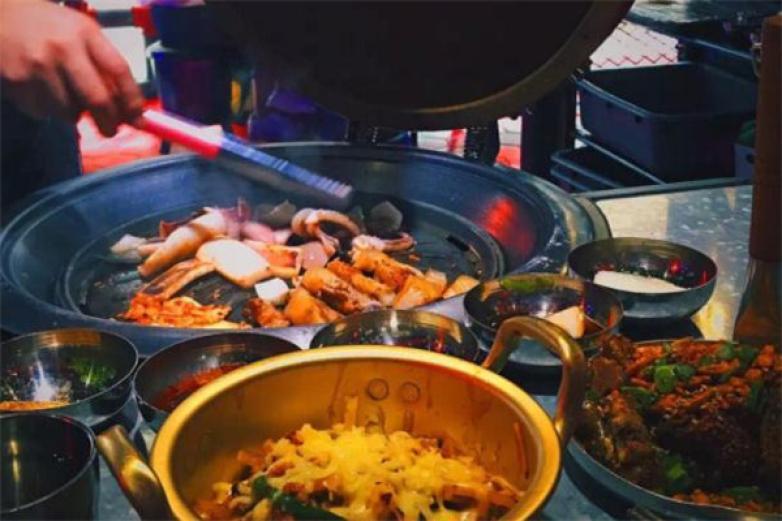 炉子旁烤肉加盟