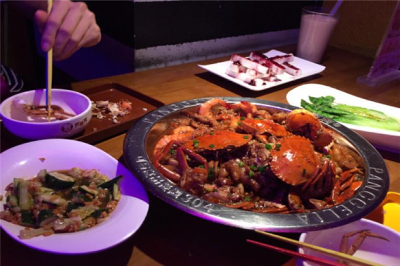 小胖哥肉蟹煲加盟