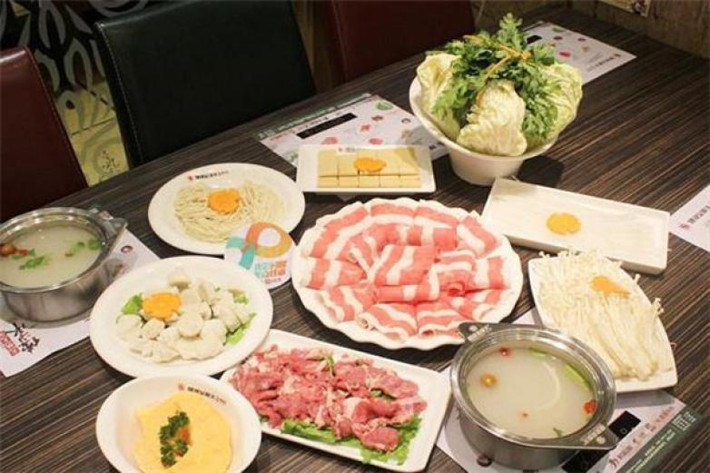 星期天火锅店加盟