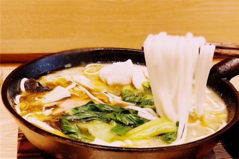 鱼线牵老坛酸菜鱼米线加盟