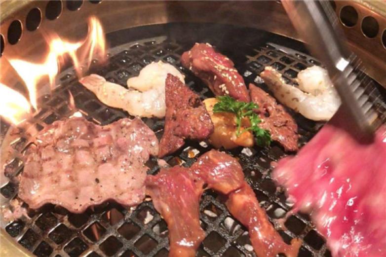 牛角烤肉加盟