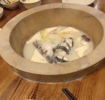 渔上鲜草帽石锅鱼
