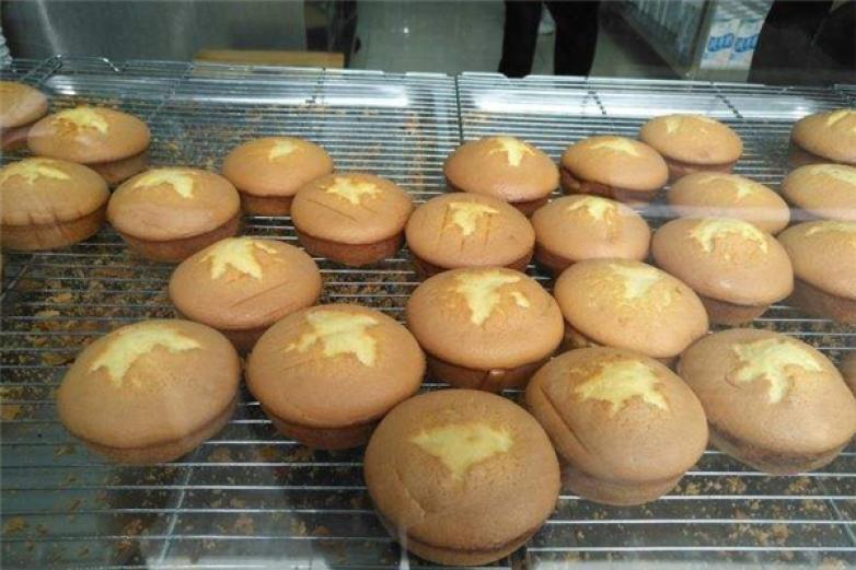 烙梅燒鮮奶雞蛋糕加盟