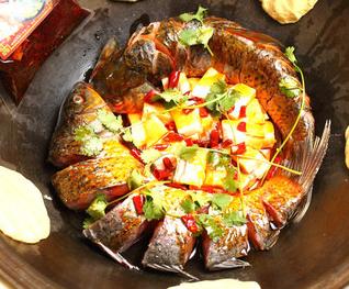 白洋淀风味铁锅炖鱼
