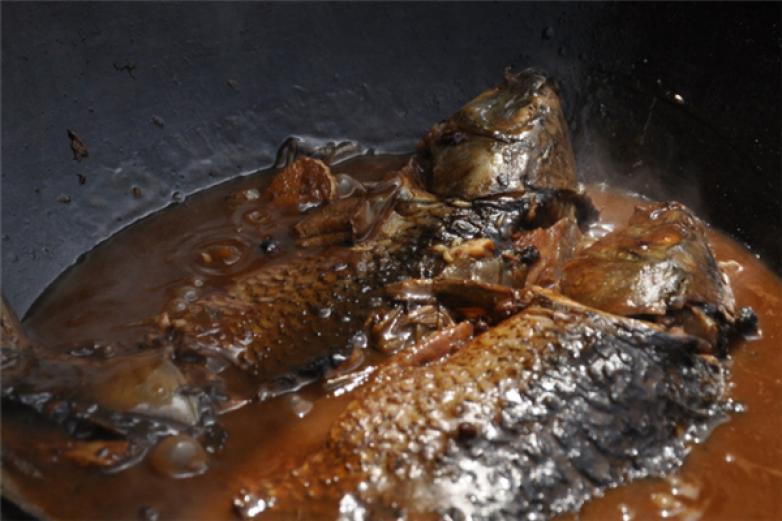 白洋淀风味铁锅炖鱼加盟