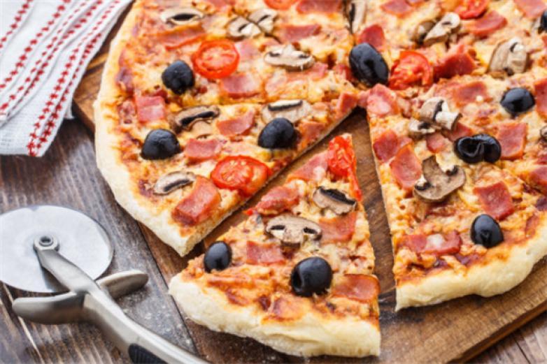 披萨屋加盟