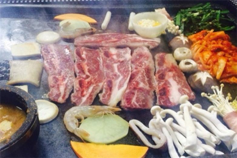 东北石板烤肉加盟