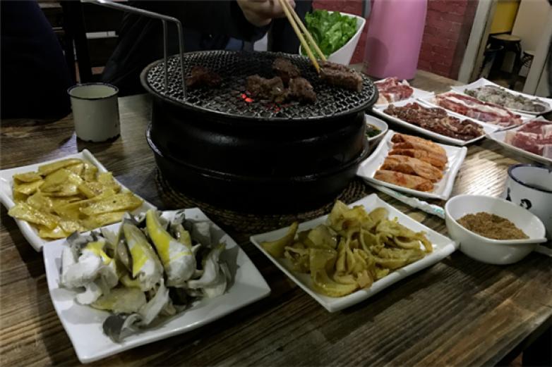 小泥炉烤肉加盟