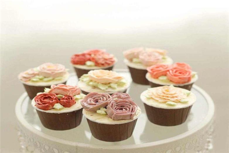 韩式裱花杯子蛋糕加盟