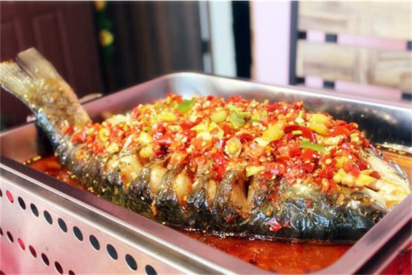 烤鱼是市场中热销的美食