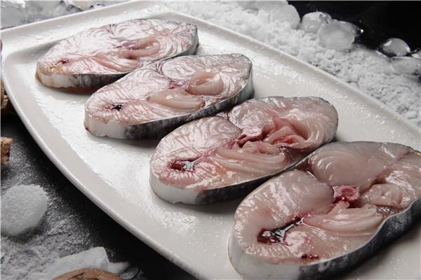 铁锹手抓海鲜选用新鲜食材为原料