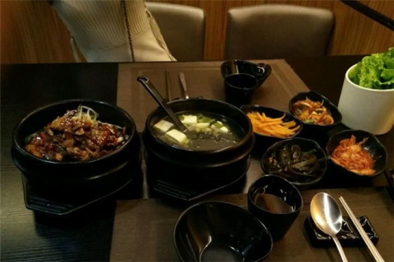 韩本家韩国料理加盟
