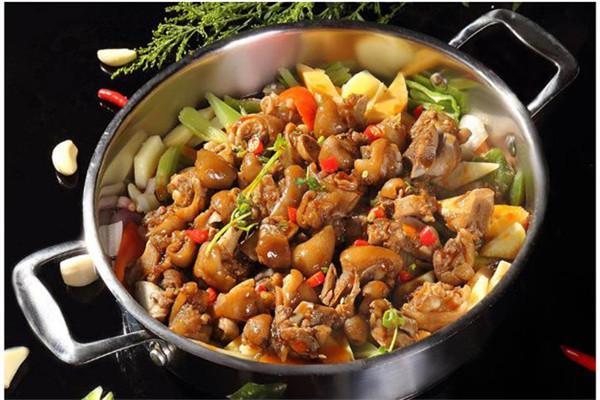 焖锅是畅销市场的美食