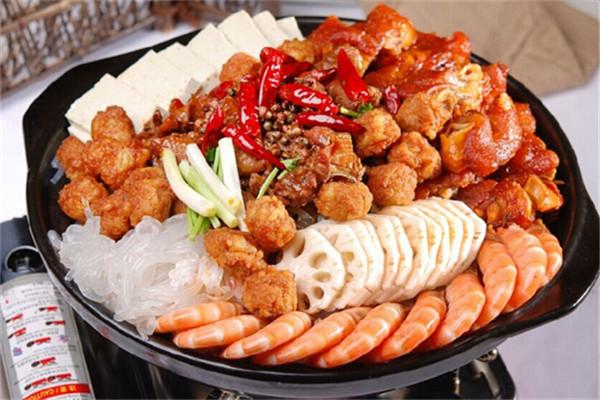 焖锅有着多样化的食材搭配