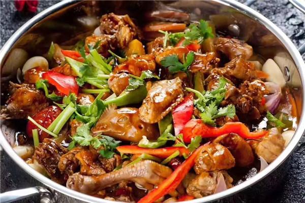 焖锅是备受消费者欢迎的餐品