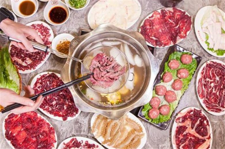 牛来牛往卤味牛肉锅加盟