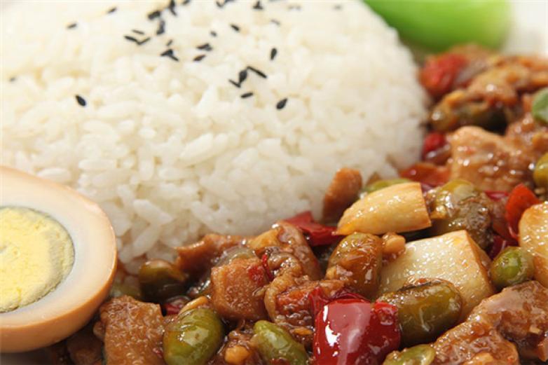 鱼小皖中式快餐加盟
