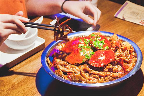 开一个肉蟹煲店需要多少钱