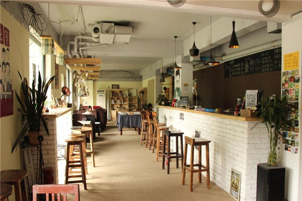 咖啡店在城市中随处可见