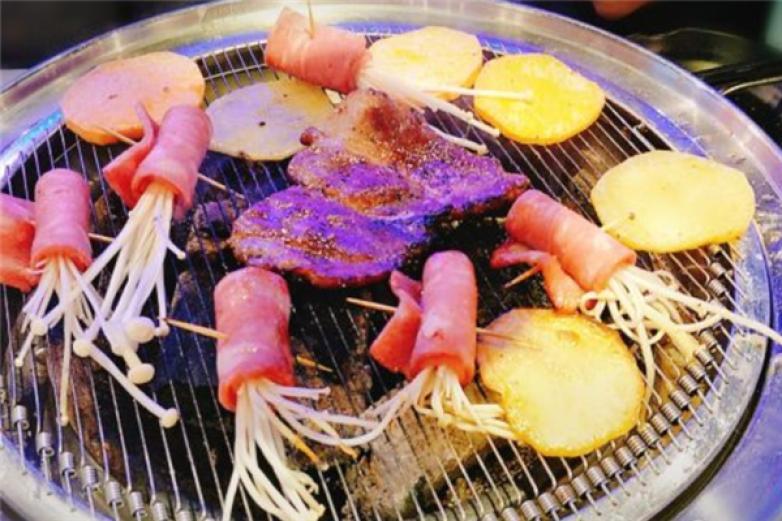 牛豚家炭火炉烤肉加盟