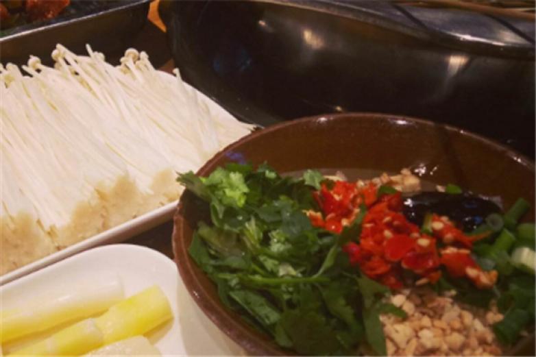 撈一把銅鍋串串香加盟