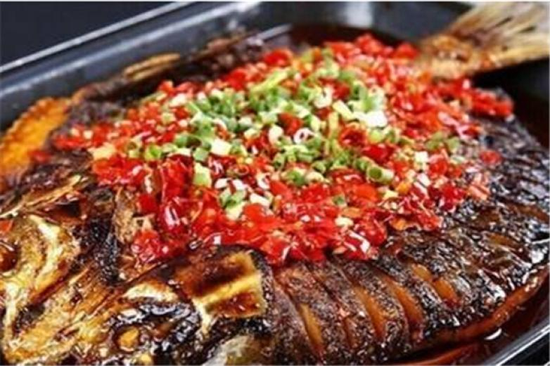 凑鱼炭火烤鱼加盟