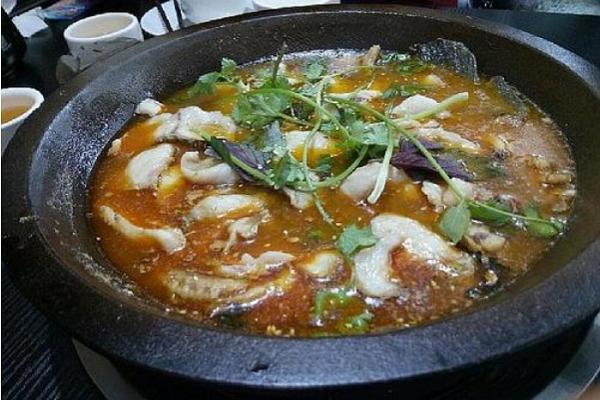 群聚石锅鱼火锅