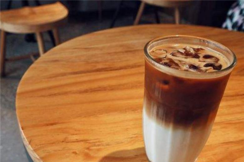 菲尼克斯咖啡加盟