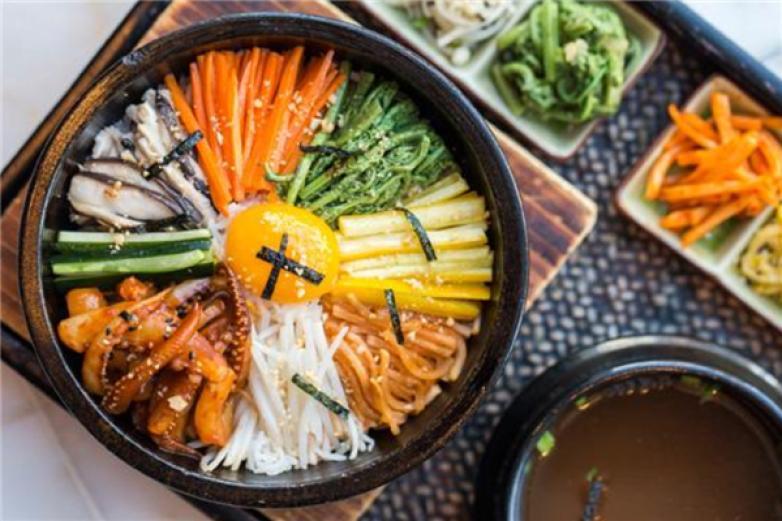 韓泉石鍋拌飯加盟