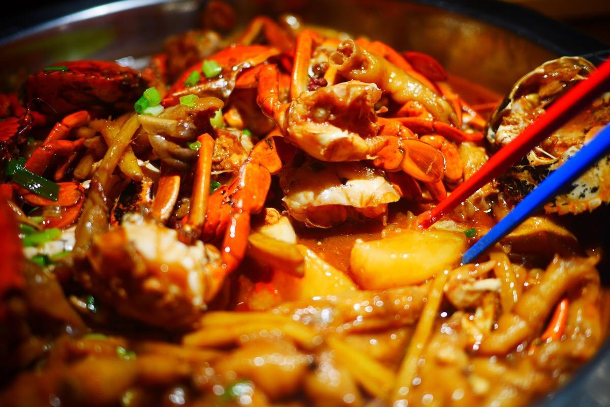 加盟肉蟹煲容易申请么 肉蟹煲的加盟几年能实现目标